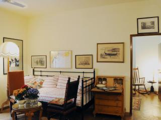 SANTA CROCE lovely apartment - Florence vacation rentals