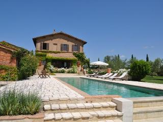 Luxury villa for 12 persons near Montalcino - San Giovanni d'Asso vacation rentals