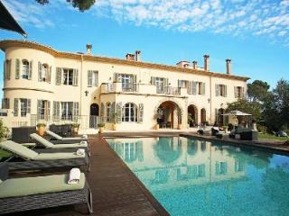 Chateau d'Azur offers a home theatre, fitness room, fireplace and heated pool - Cannes vacation rentals