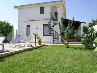 VILLA RINALDO: Cozy villa with pool at 250 meters from the sea - Marinella di Selinunte vacation rentals