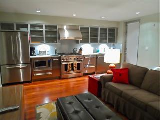 Fabulous 1BR, next to Lincoln RD, w/Pool and parking! - Miami Beach vacation rentals
