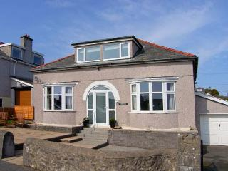 PENMAEN, detached cottage, family and pet-friendly, Smart TV, close to beach, in Benllech, Ref 27252 - Benllech vacation rentals