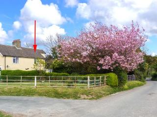 CHURCH FARM COTTAGE close to coast, pet-friendly, open fire in Dover Ref 30501 - Kent vacation rentals