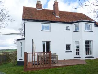 PILL RAGS, detached, off road parking, enclosed garden, in Folkestone, Ref 904346 - Lyminge vacation rentals
