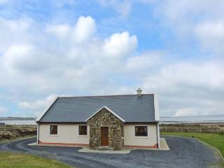 DOONIVER, sea views, all ground floor, en-suite facilities, detached cottage on Achill Island, Ref. 905120 - Achill Island vacation rentals