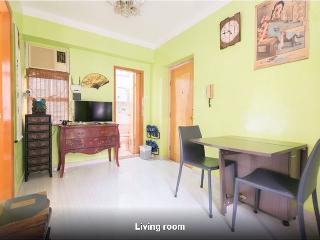 2 BR@ 1min walk to Yau ma tei MTR - Hong Kong vacation rentals