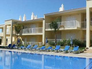 ONE BEDROOM APARTMENT WITH POOL VIEW NEAR GALÉ BEACH AND SALGADOS BEACH REF. JVPR109117 - Albufeira vacation rentals