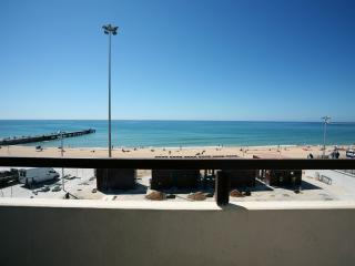 BEACH FRONT AND CITY CENTRE – ONE BEDROOM APARTMENT 50 M FROM