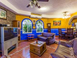 Hacienda Sombrero - Large Pool and Yard, Central Location, Corpus Christi Neighborhood - Cozumel vacation rentals