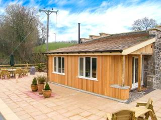 THE LAMBING SHED, detached cottage, all ground floor, woodburner, pet-friendly, in Dyserth, Ref 29036 - Denbighshire vacation rentals