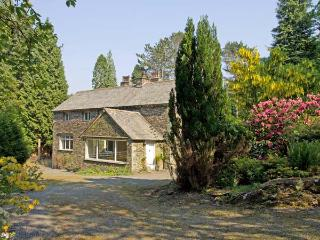 LAKESIDE COTTAGE, spacious cottage with hot tub, woodburner, large garden, near Lake Windermere, Newby Bridge Ref 906452 - Lake District vacation rentals