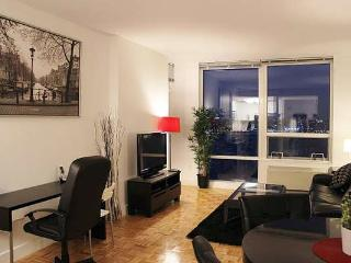 NYC Manhattan Skyline-Facing Suites: 2BR Furnished Suites w/Balcony - Greater New York Area vacation rentals