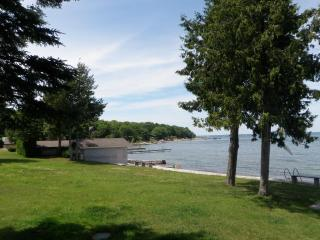 Georgian Bay Waterfront Cottage Rental - Penetanguishene vacation rentals