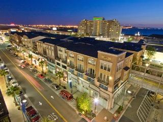 Beautiful 2BR / 1.5BA Condo mins to SF, Oak & Bky - Emeryville vacation rentals
