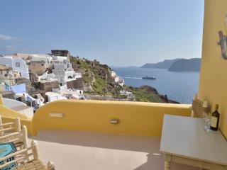 Wind House, A unique caldera house in Oia - Firostefani vacation rentals