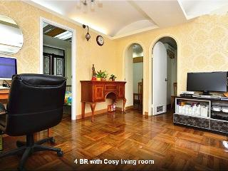 4 BR Stylish Apt Best Locate Heart Hong Kong - Hong Kong vacation rentals