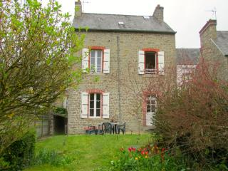 C005: Charming cottage with garden in Dinan - Brittany vacation rentals