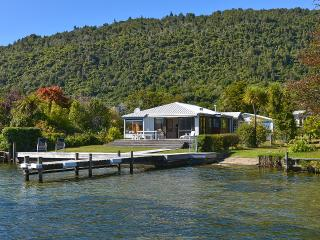 Lakefront Escape - Lake Rotoiti Holiday House - New Zealand vacation rentals