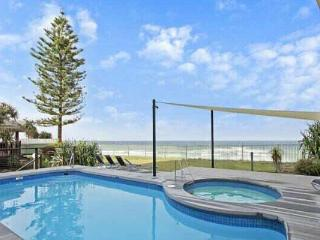 BEACH FRONT 2 bed unit. Pool & Spa. - Main Beach vacation rentals