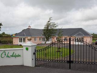 Ó hAilpín Self-Catering Holiday Home - Listowel vacation rentals
