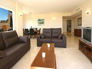 Lovely Apartment in Calahonda Spain - Sleeps 6 - Sitio de Calahonda vacation rentals