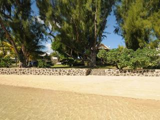 Villa Cap Malheureux beach, 4 p. +1 teenager+1baby - Roches Noires vacation rentals