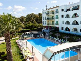 STUDIO LOW COST FOR 2 ONLY 1KM FROM SALGADOS BEACH, NEAR A GOLF COURSE AND A LAGOON REF. BAYSS111279 - Albufeira vacation rentals