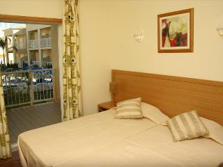 ONE BEDROOM APARTMENT NEAR GALÉ BEACH AND SALGADOS BEACH REF. JVPR108978 - Albufeira vacation rentals