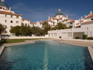 ONE BEDROOM APARTMENT IN VILAMOURA LOCATED 200 M FROM THE MARINA AND 1 KM FROM THE FALESIA BEACH REF.ALG111070 - Quarteira vacation rentals
