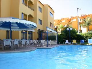 SPACIOUS STUDIO IN VILAMOURA 2 KM AWAY FROM THE MARINA AND THE BEACH REF.RIO111068 - Albufeira vacation rentals