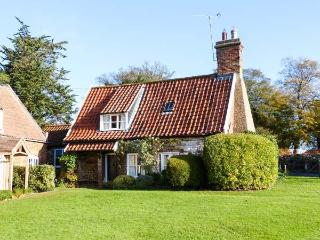 BRIAR COTTAGE close to beach, next to church, beautifully restored in Heacham, Ref 31245 - Heacham vacation rentals