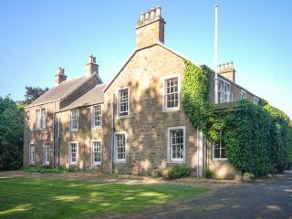 ROSEMOUNT HOUSE, outdoor heated pool, pool table, en-suites, near golf, luxury country house near Blairgowrie, Ref. 906447 - Blairgowrie vacation rentals