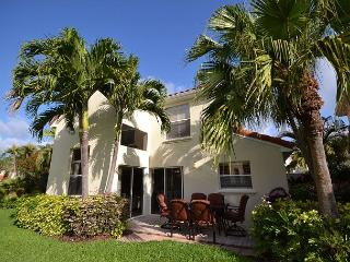 Gorgeous 3 bdrm at Isla Del Sol-Golf course & lake views, garage, patio & BBQ - Saint Petersburg vacation rentals