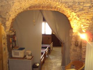 Holiday cottage(Shelter), style troglodite, at the heart of one of the most beautiful medieval village of Gard - Vezenobres vacation rentals