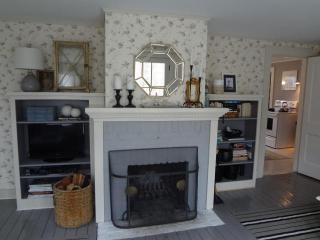 Charming farmhouse on Rolling Finn Hill. - West Barnstable vacation rentals