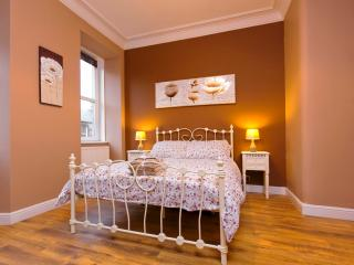 Stylish Holyrood Apartment - Edinburgh vacation rentals