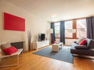 Chic Massive 4-bed room 2-bath Duplex in LES! - New York City vacation rentals