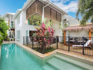 Deja Vu Palm Cove  Private 3 Bedroom Luxury  Pool - Cairns District vacation rentals