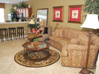 Gorgeous 3 bedroom Townhouse/Loft Great Location! - Bluffton vacation rentals