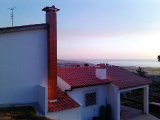 VILLA NEAR THE BEACH WITH SWEEPING VIEWS OF THE OCEAN AND MOUNTAIN - Northern Portugal vacation rentals