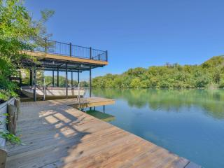 Two adorable cottages on Lake Dunlap! - New Braunfels vacation rentals