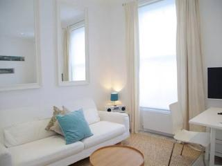 Ifield Road (1 bedroom ), Chelsea, SW10 - London vacation rentals