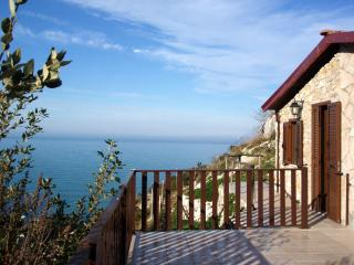 A little place over the cliff - Gargano Peninsula vacation rentals