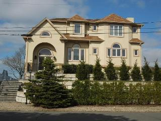 5 Bedroom, 4 Bath Beauty on Parker's River! (1781) - South Yarmouth vacation rentals