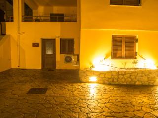Plum tree studio-Morfi vilage - Exopoli vacation rentals
