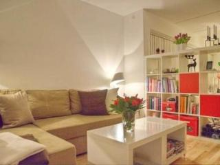 Modern apartment in quiet central surroundings - Paris vacation rentals