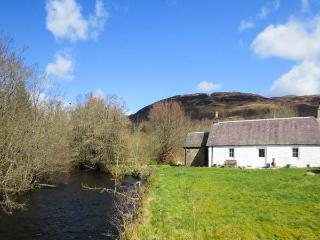 RIVERVIEW, open fire, pets welcome, fantastic base, riverside cottage near Callandar, Ref. 14065 - Loch Lomond and The Trossachs National Park vacation rentals