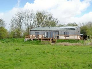 BALEBARN LODGE, stunning eco lodge on attractive farm, wildlife ponds, stunning walks, Winkleigh Ref 905863 - Winkleigh vacation rentals