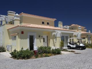 3 BEDROOM INDEPENDENT VILLA IN GREAT RESORT, IN CASTRO MARIM, NEXT TO THE BORDER WITH SPAIN REF. CMG138645 - Castro Marim vacation rentals