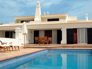 3 BEDROOM VILLA WITH PRIVATE POOL AND BARBECUE IN GREAT RESORT, IN CASTRO MARIM, NEXT TO THE BORDER WITH SPAIN REF. 138646 - Castro Marim vacation rentals